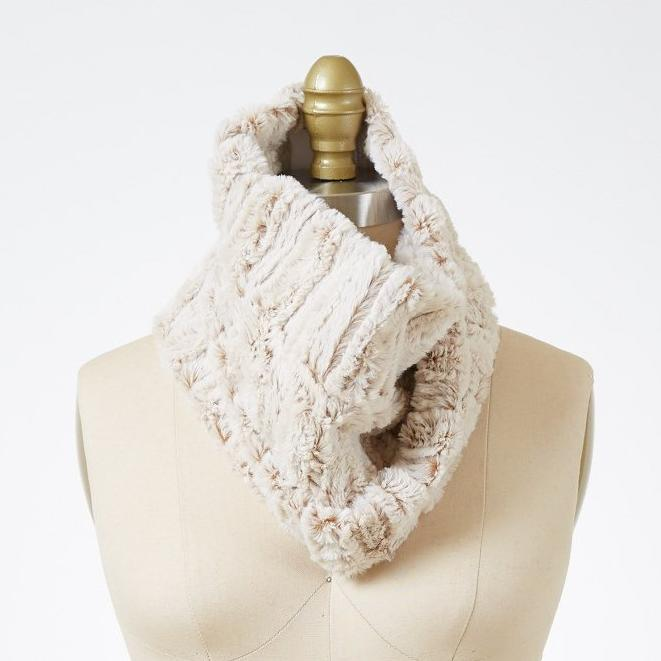 Porcelain Luxury Faux Fur Neck Warmer