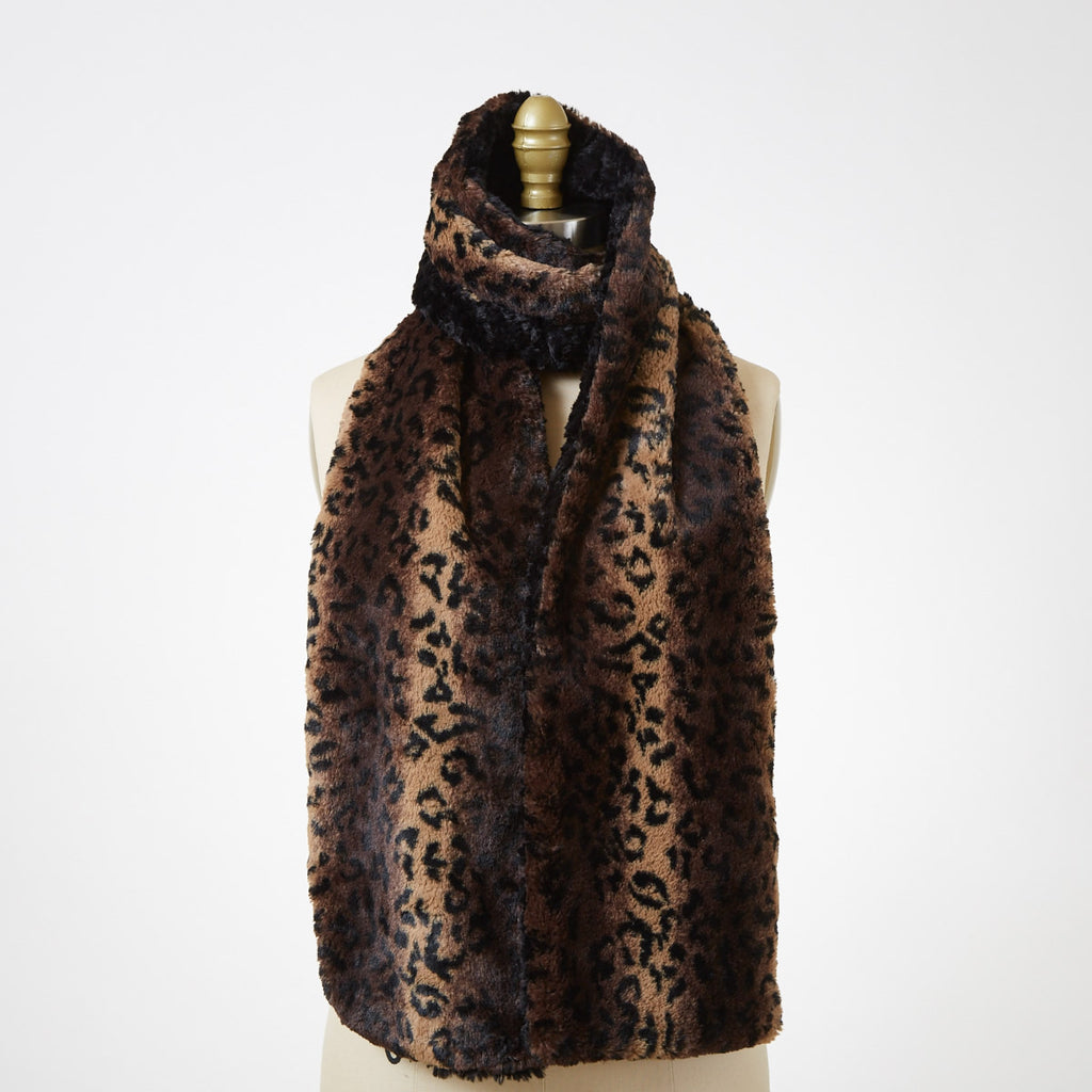 Cuddly Faux Fur Scarf In Black With Cheetah