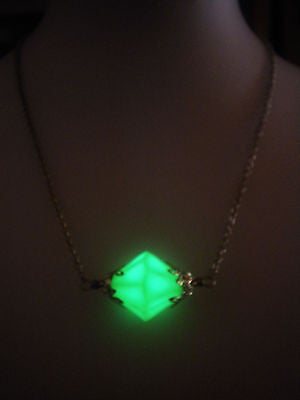 Lana Lang Kryptonite Necklace - Glow in the Dark Luminous Crystal - Superman Jewelry - Superheros - Soul Shards