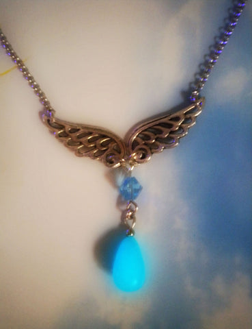 Rinoa Heartilly Glowing Necklace - Glow in the Dark - Gamer Necklace - Angel Wings - Angel Necklace - Soul Shards