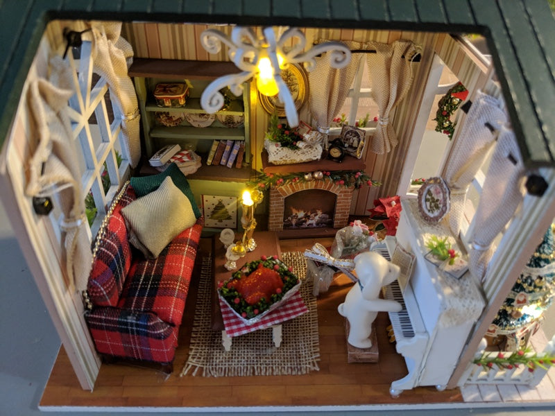 Miniature Christmas Room from GadgetzOverload.com