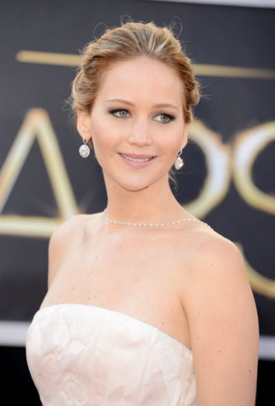 Jennifer Lawrence wears Dior Couture and a beautiful Dior beige-pink lip color on the Oscars red carpet.