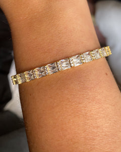 Baguette Bangle in Gold