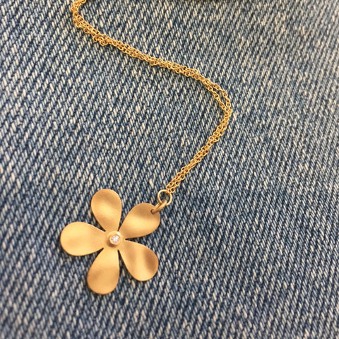 Daisy Necklace in 14K yellow gold and diamond!