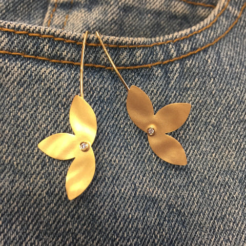 Fun flower earrings in 14k yellow gold and diamonds
