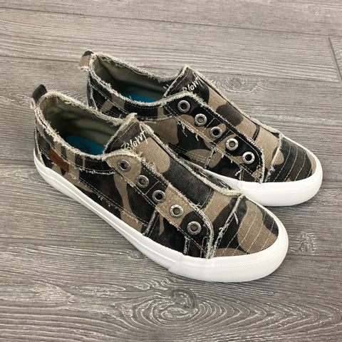 NEW! Blowfish Camo Play Sneaker - Arrow Twenty Two