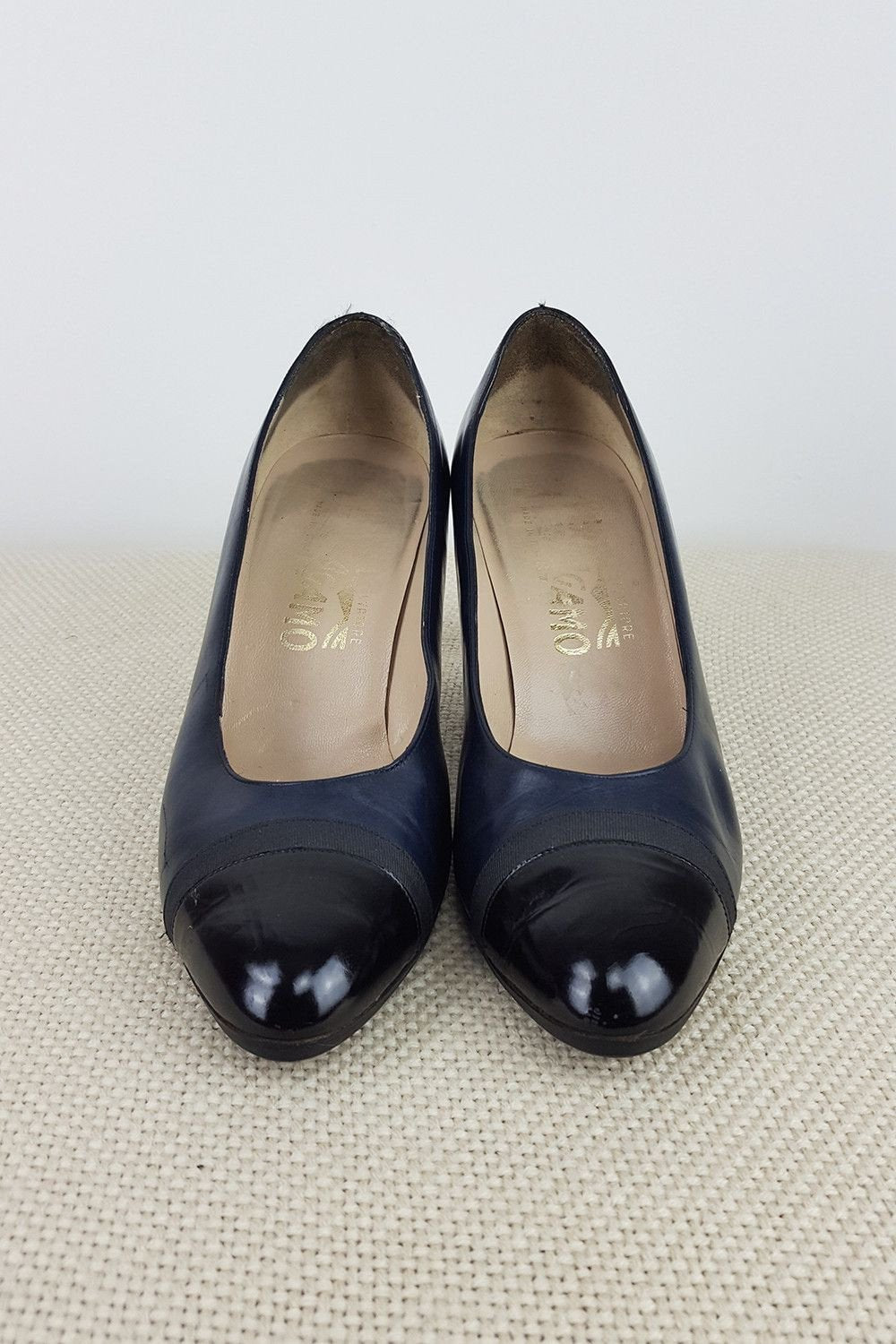 VINTAGE SALVATORE FERRAGAMO Blue and Black Leather Pumps (6M)-Salvatore Ferragamo-The Freperie