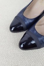 Load image into Gallery viewer, VINTAGE SALVATORE FERRAGAMO Blue and Black Leather Pumps (6M)-Salvatore Ferragamo-The Freperie