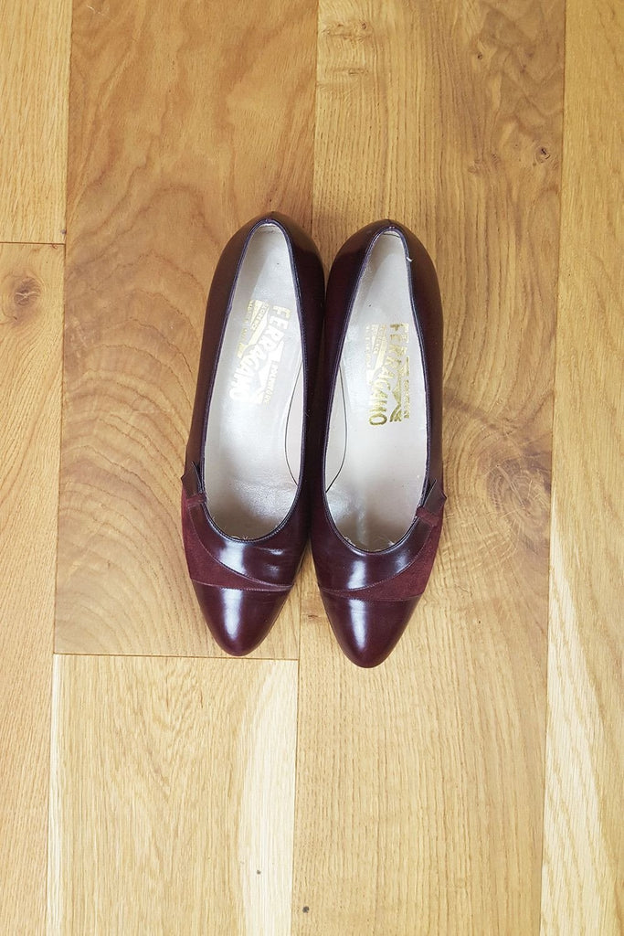 VINTAGE SALVATORE FERRAGAMO Red Leather and Suede Pumps (7)-Salvatore Ferragamo-The Freperie