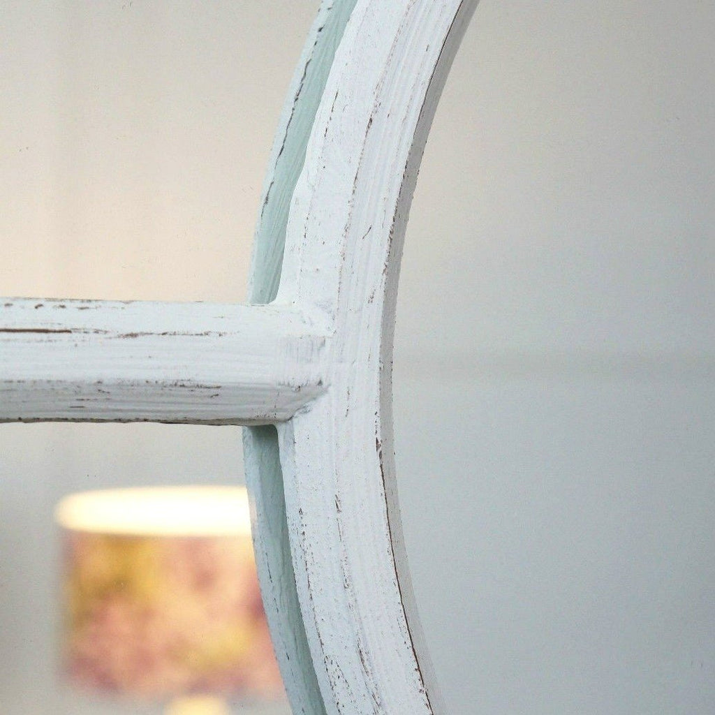 A detail of this mirrors clean simple frame.