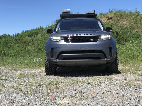2017 Land Rover Discovery Off Road Front