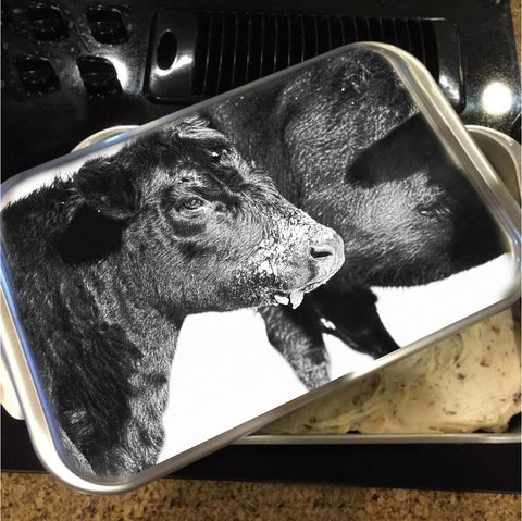 Black And White On Angus Cake Pan with Lid