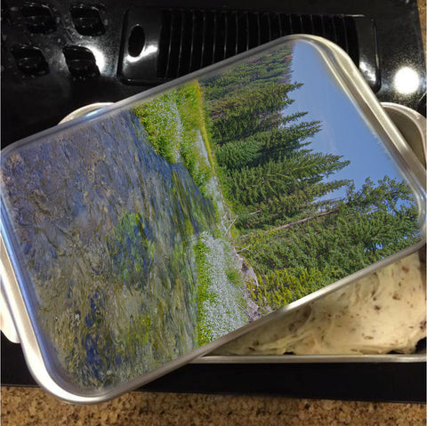 Black Hills Serenity Cake Pan with Lid