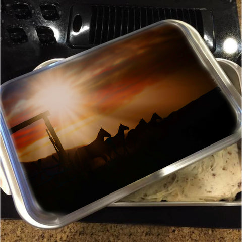 Caballo Sunset Cake Pan with Lid