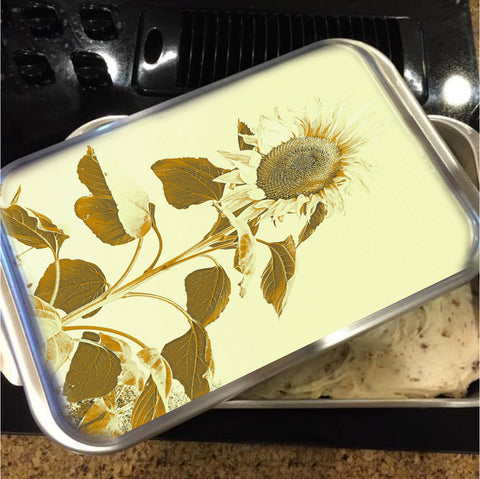 Golden Rayed Cake Pan with Lid