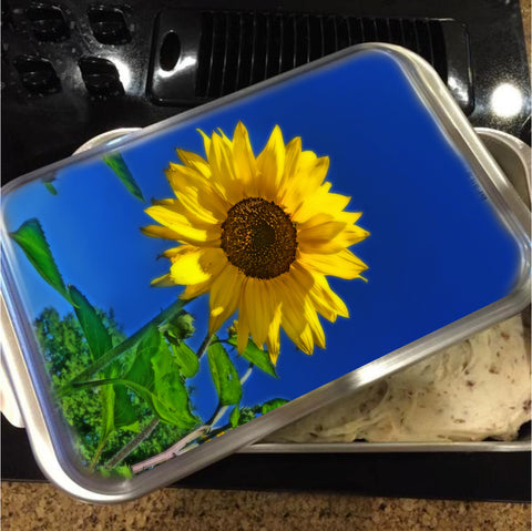 Maize 'N Blue Cake Pan with Lid
