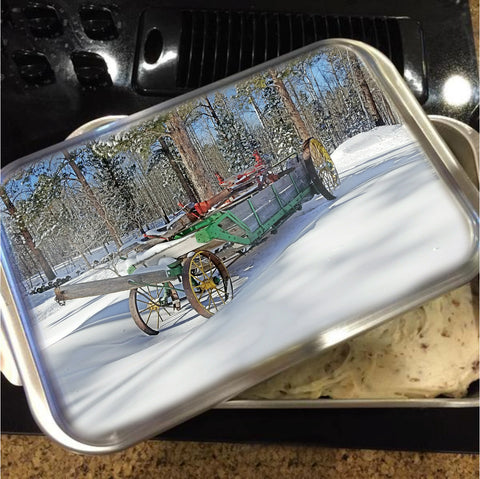 Manure Spreader Cake Pan with Lid