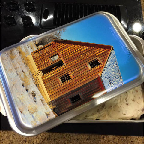 Sunset Barn Cake Pan with Lid
