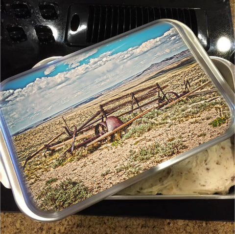 Wagon on Green Mountain Cake Pan with Lid