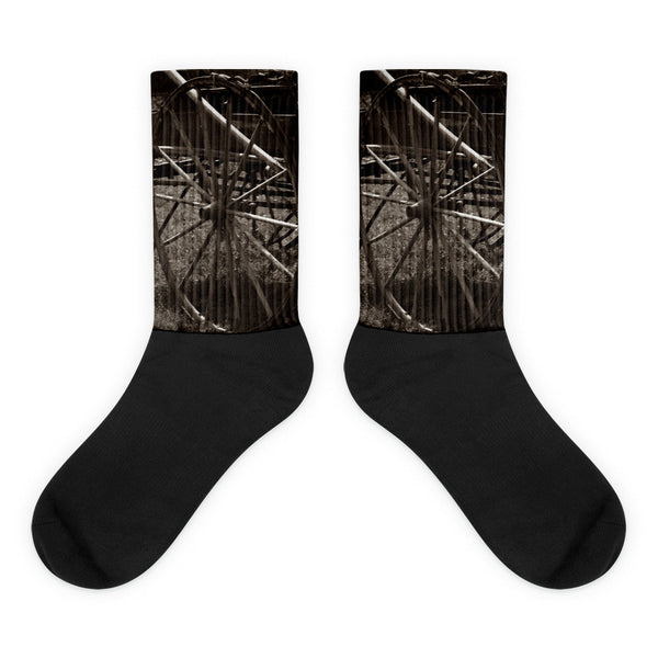 Wagon and Wheel - Black foot socks