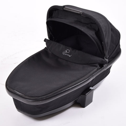 Quinny Foldable Carrycot, Black Devotion - Grade 1