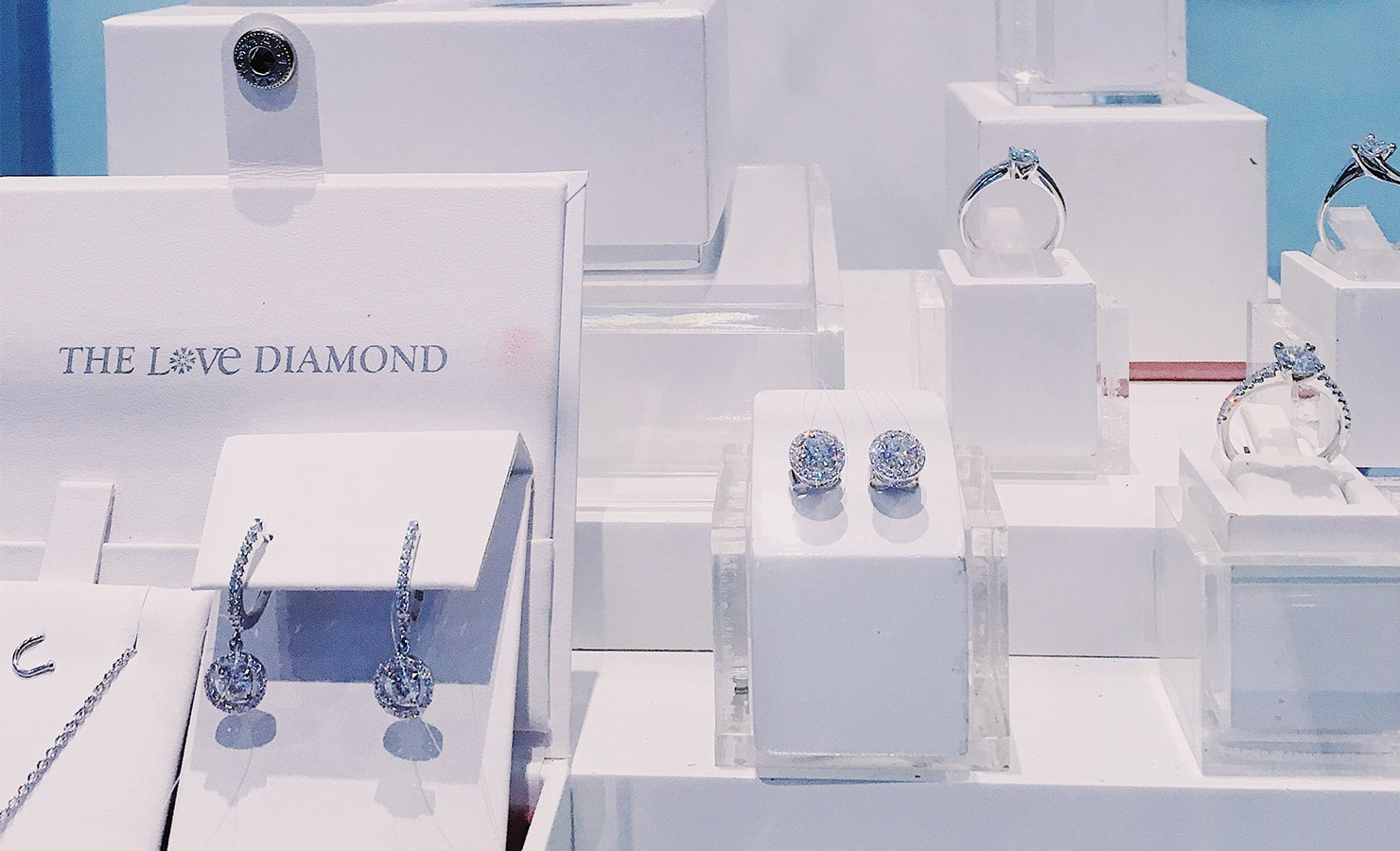 03-suen-jewellers-love-diamond