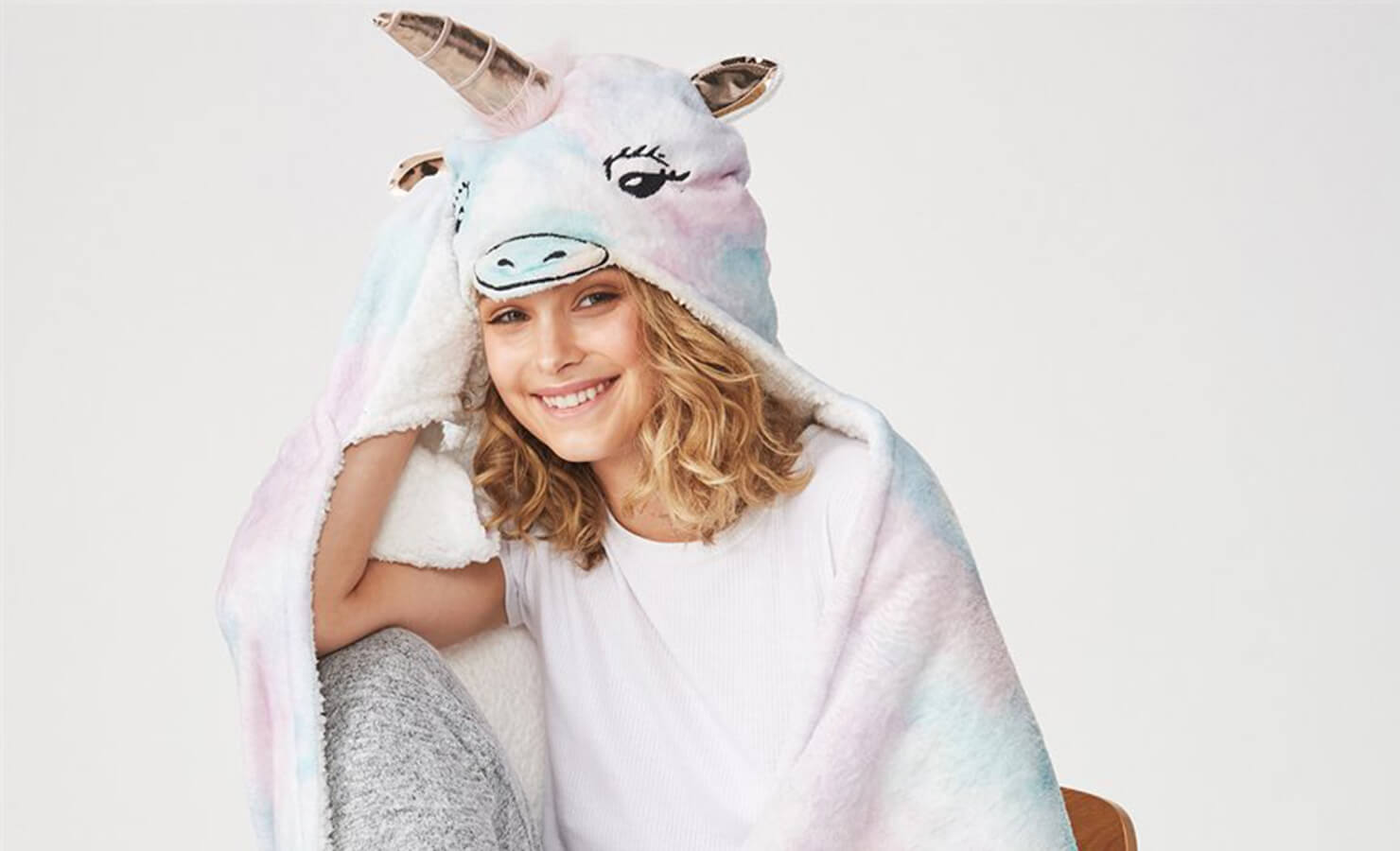 20-the-ultimate-list-of-christmas-gifts-in-malaysia-typo-unicorn-lit-blanket-gifts-for-bookworms