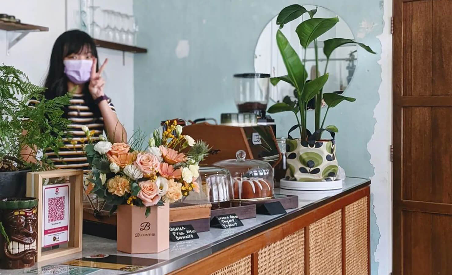 bloomthis-5-plant-flower-cafes-you-have-to-visit-02-planterchin-cafe