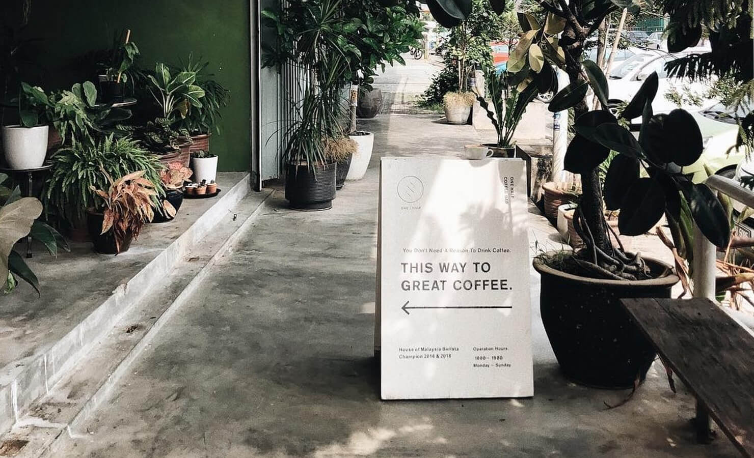 bloomthis-5-plant-flower-cafes-you-have-to-visit-07-one-half-cafe-entrance