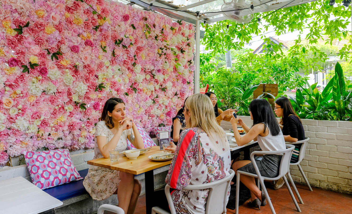 bloomthis-5-plant-flower-cafes-you-have-to-visit-09-lisettes