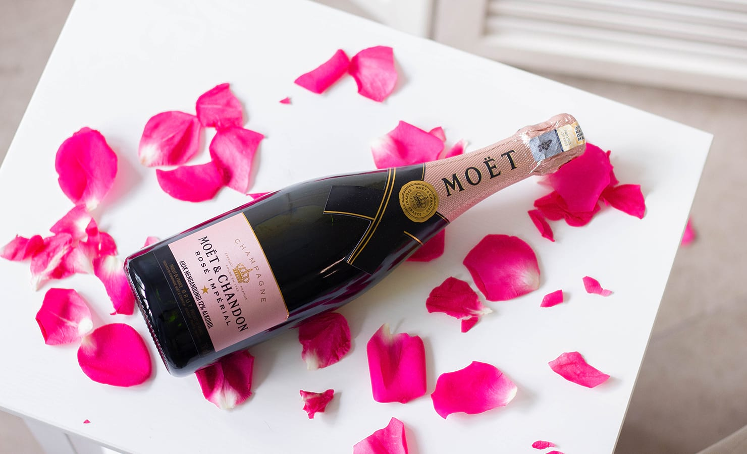bloomthis-qixi-festival-gift-guide-2021-07-moet-chandon-rose-imperial-champagne
