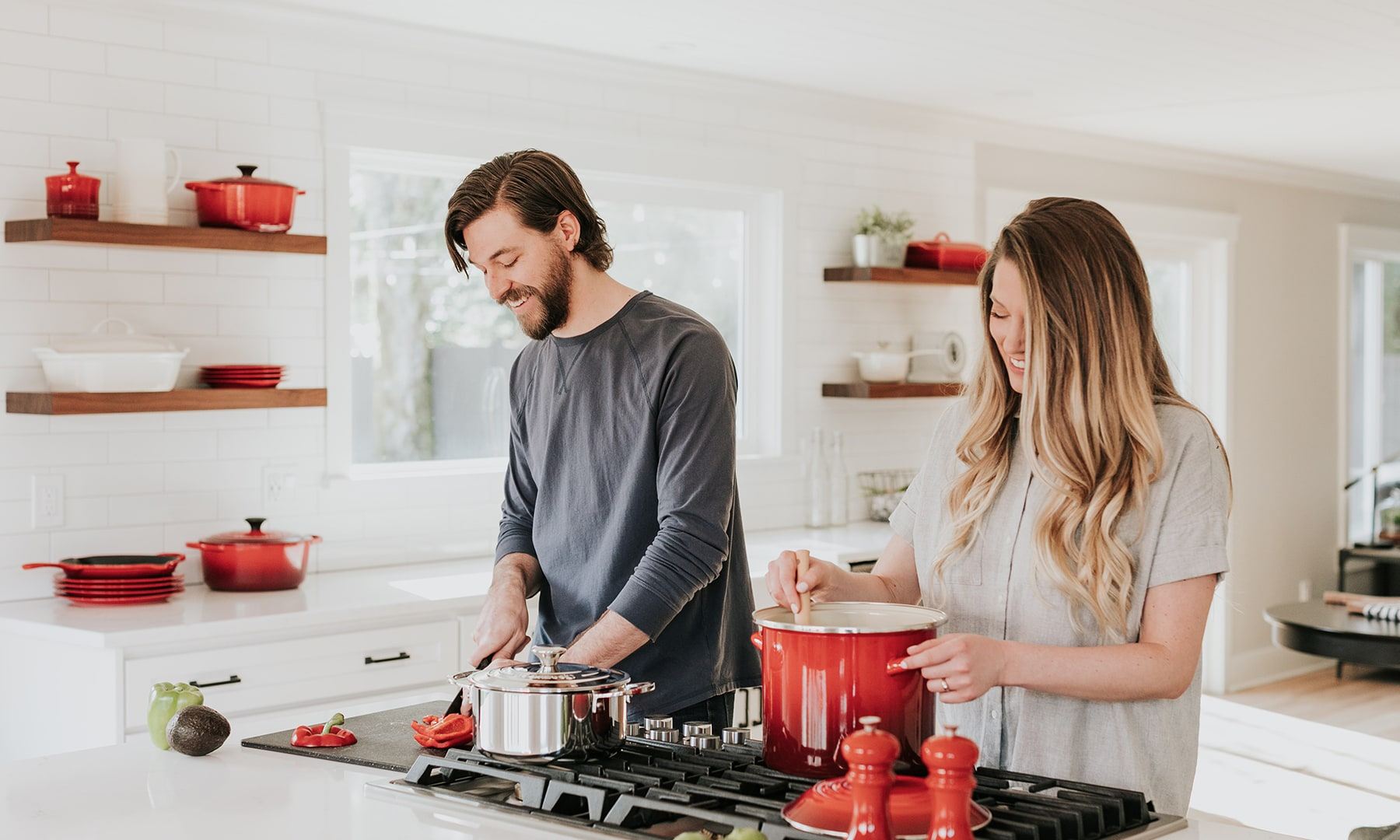 bloomthis-valentines-date-ideas-couple-cooking-together
