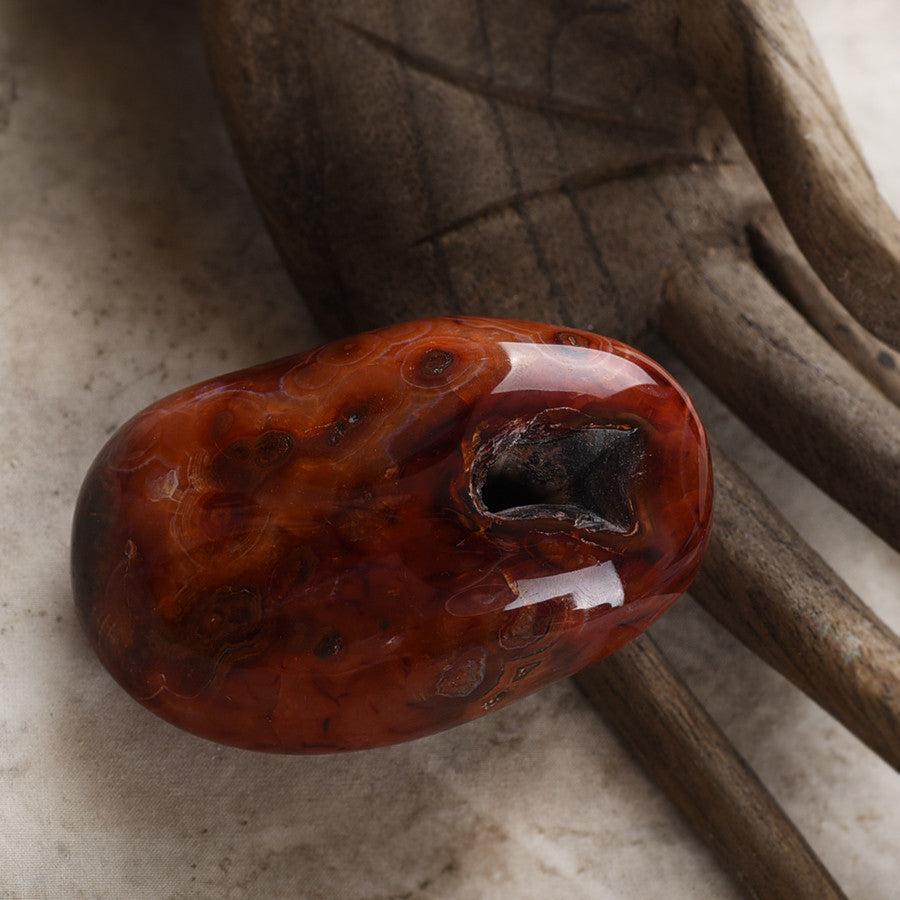 Carnelian, polished with natural crevice