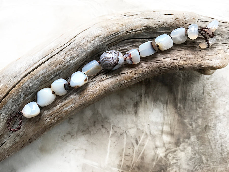 Agate crystal healing bracelet ~ for up to 6.5