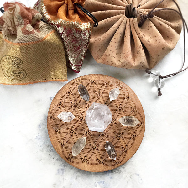 Travel Set ~ 'Quartz Power' crystal grid in cork pouch (vegan leather)