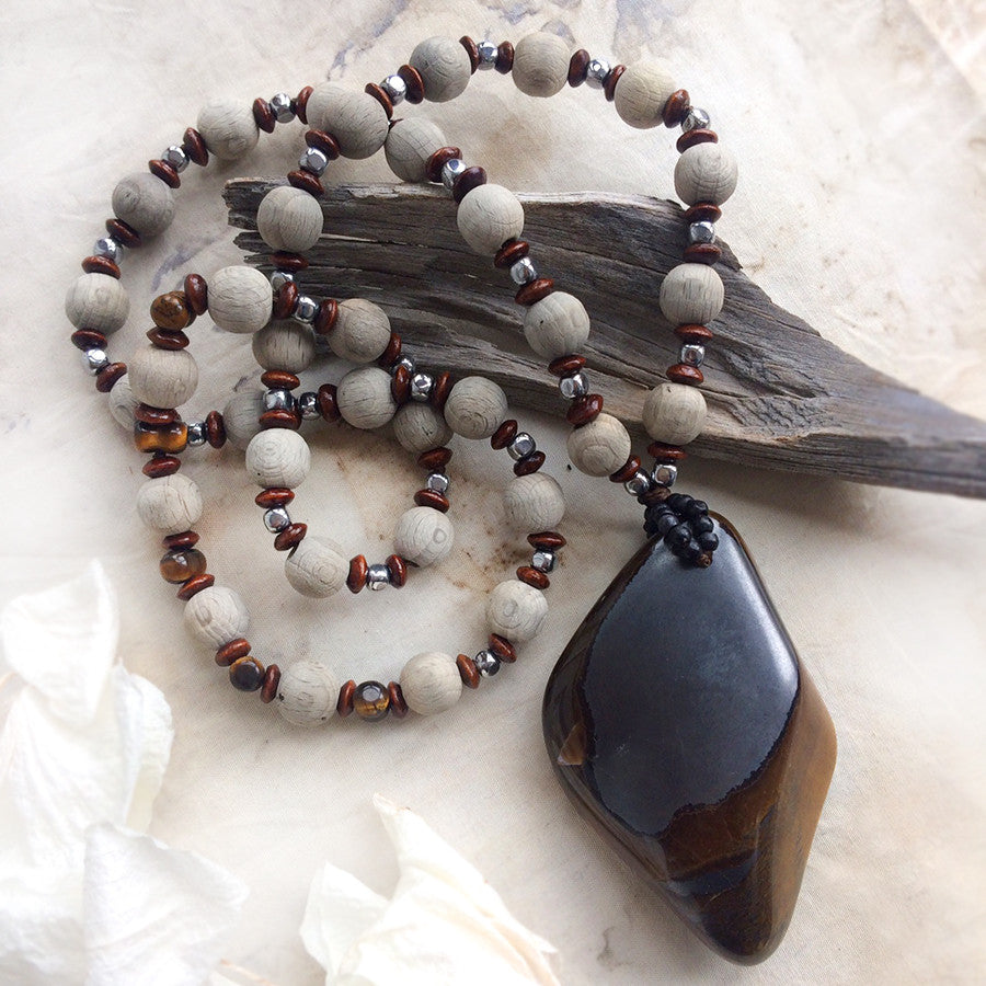 Stone talisman with large Tiger Eye