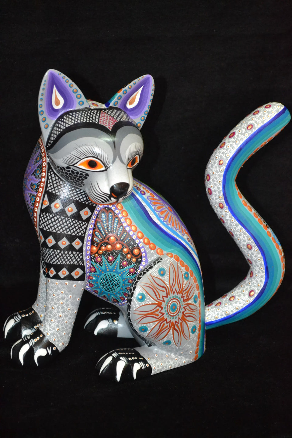 Georgous Cat Oaxacan Wood Carving by Luis Sosa