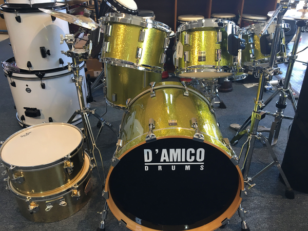 Di'Amico 5-Piece Drum Set with Matching Snare, Tom Mounting Hardware, and Gig Bag (Pre-Owned)
