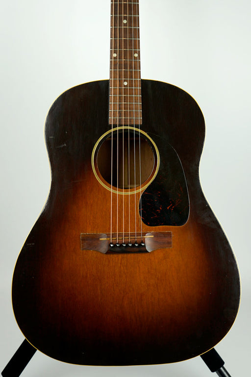 Vintage 1943 Gibson J-45 Acoustic Guitar #2407 w/Case (Pre-Owned) (Glen Quan Private Collection)