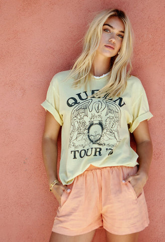 Daydreamer Queen Tour '75 Boyfriend Tee