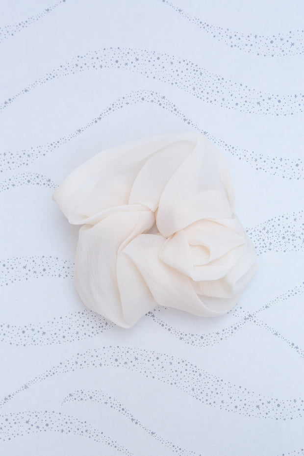 Kitsch Dinner Scrunchie in Ivory