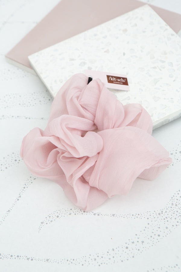 Kitsch Dinner Scrunchie in Blush