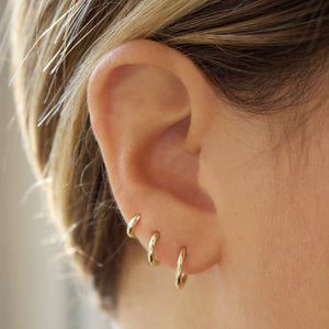 9k Solid Gold 10mm Huggie Hoop Earring - SINGLE