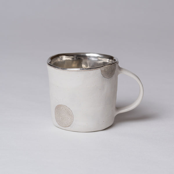 Yoshimitsu Nakasono, Mug in white with silver polka dots