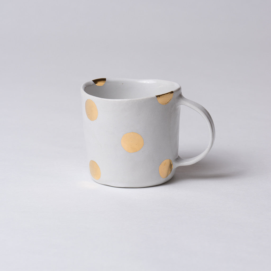 Yoshimitsu Nakasono, Mug in white with gold polka dots
