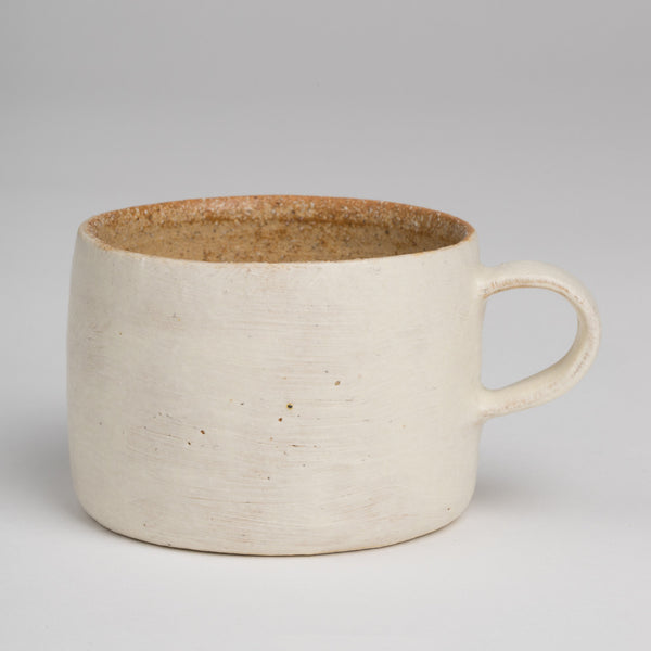 Mug in off-white and natural red clay