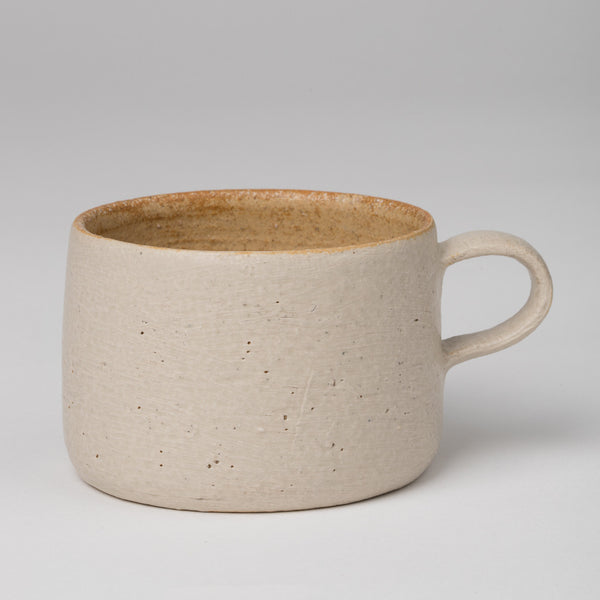 Mug in sandy gray and natural red clay