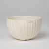 Round bowl in off-white glaze
