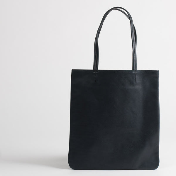 Leather tote bag in navy, front