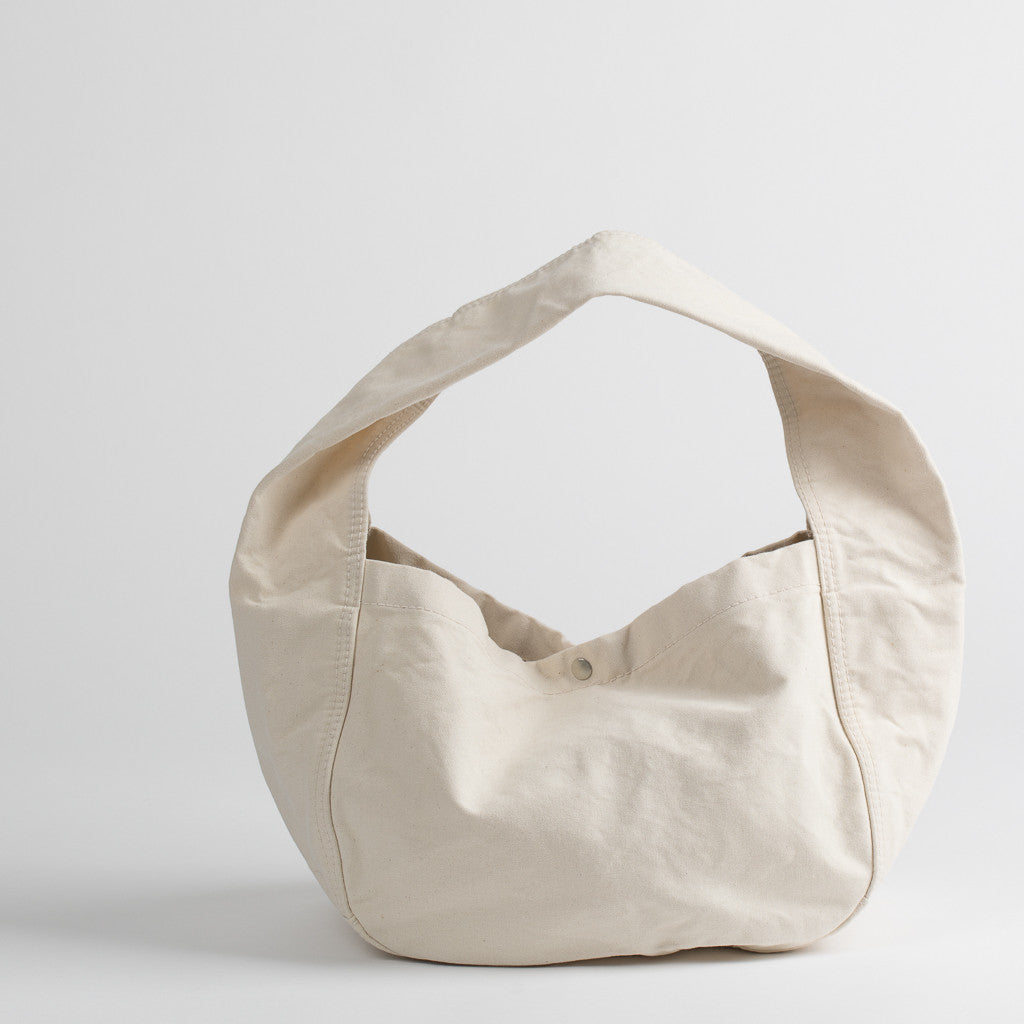 Cotton canvas shoulder bag in off-white, front